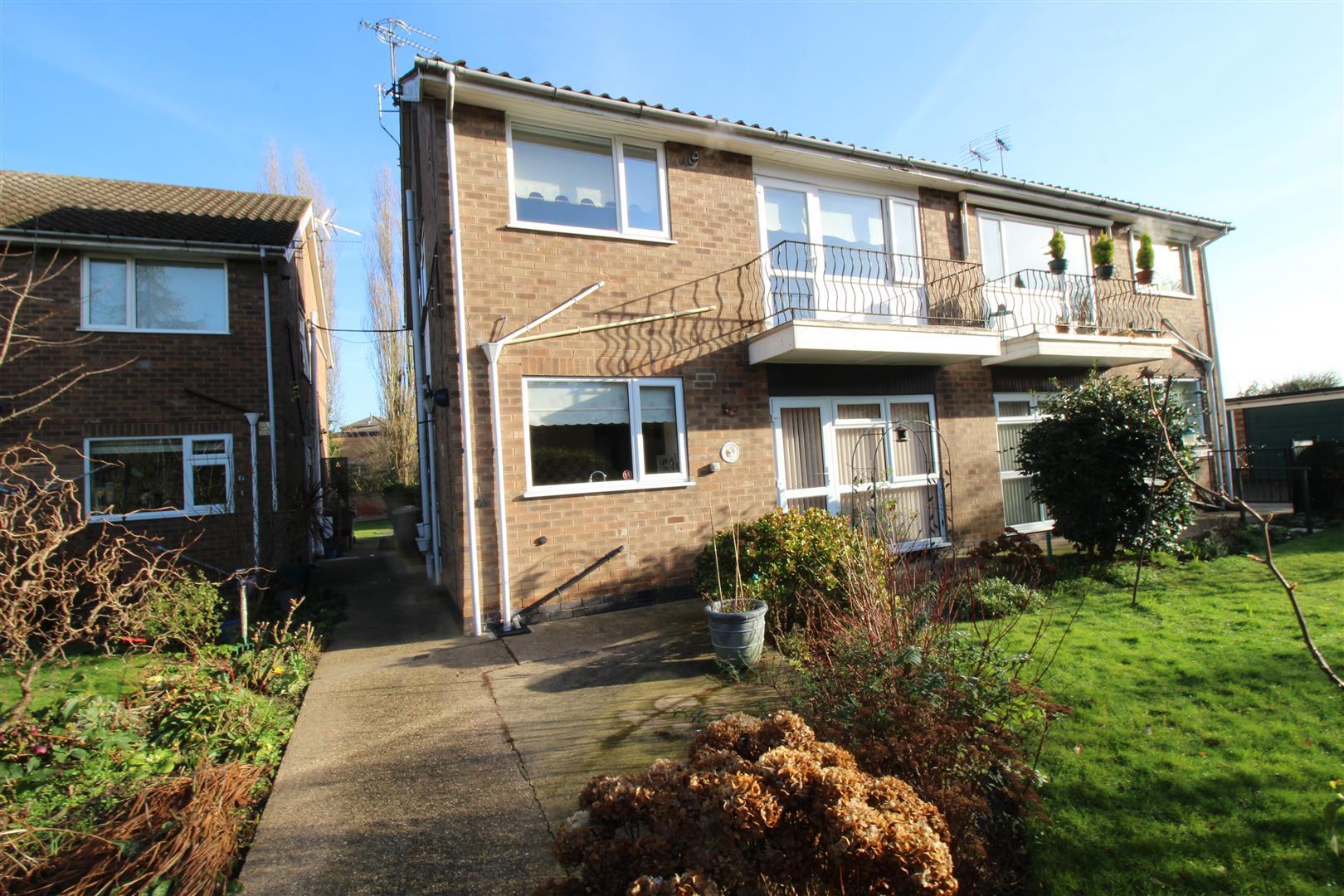 2 Bedrooms Flat for sale in Highfield Court, Beeston, Nottingham